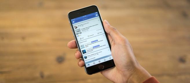 Facebook gerelateerde artikelen tegen nepnieuws