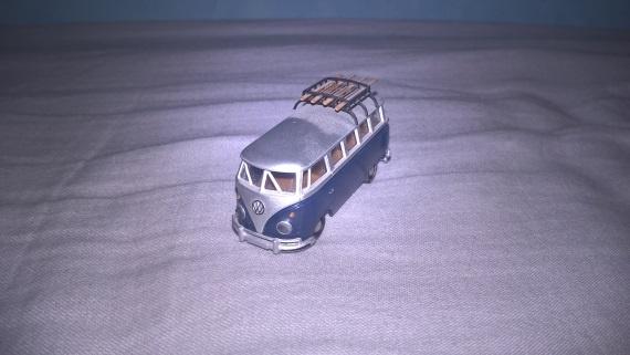 Modelbus met slecht licht en flits