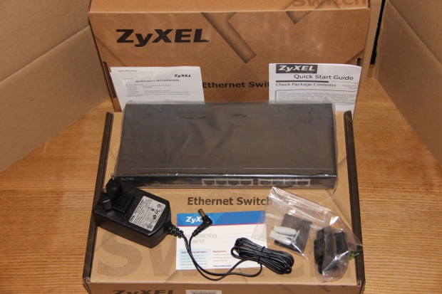 Unboxing GS1900-8 (1)