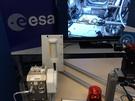 Handje schudden tussen aarde en het ISS