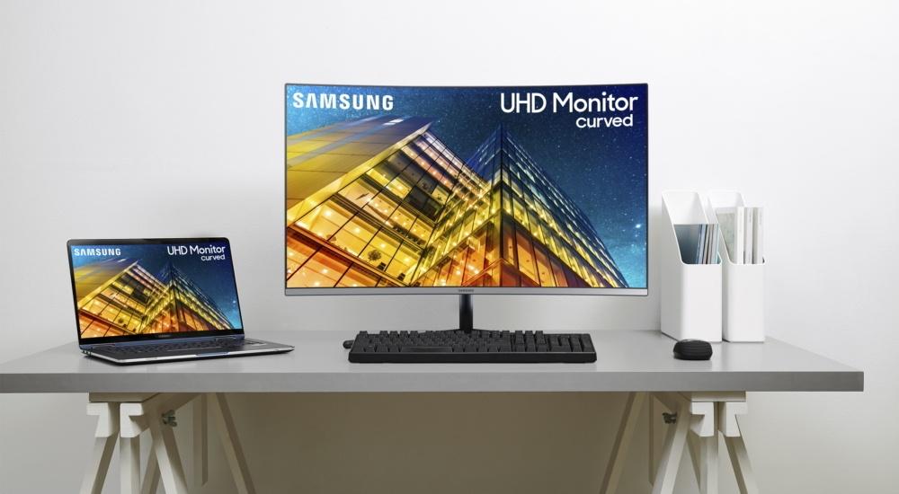 Hoe maak je het aansluiten van twee monitoren op een toren