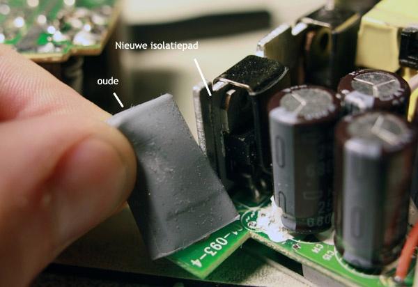 Links in mijn vingers de originele koeling (siliconenrubber kapjes), rechts de nieuwe - veel dunnere