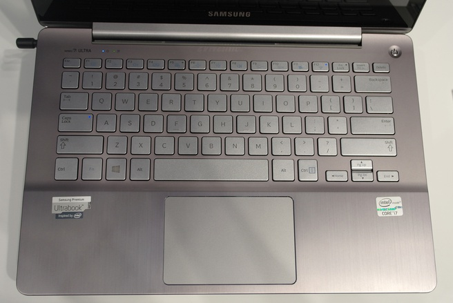 Samsung series 7 ultra full hd pls touchscreen en radeon gpu een onmiskenbare samsung - Kleine lay outs het oppervlak ...