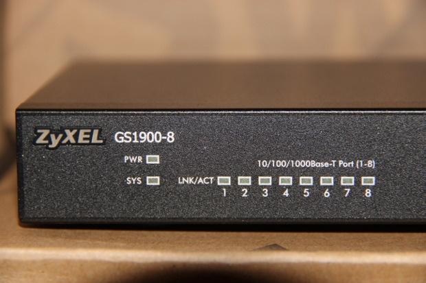 Unboxing GS1900-8 (3)