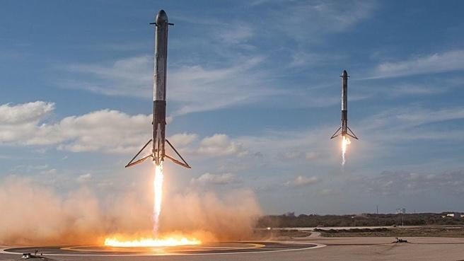 Falcon Heavy boosters