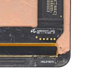 Markeringen die aangeven dat de Pixel 3 XL een amoledscherm heeft van Samsung - Foto: iFixit