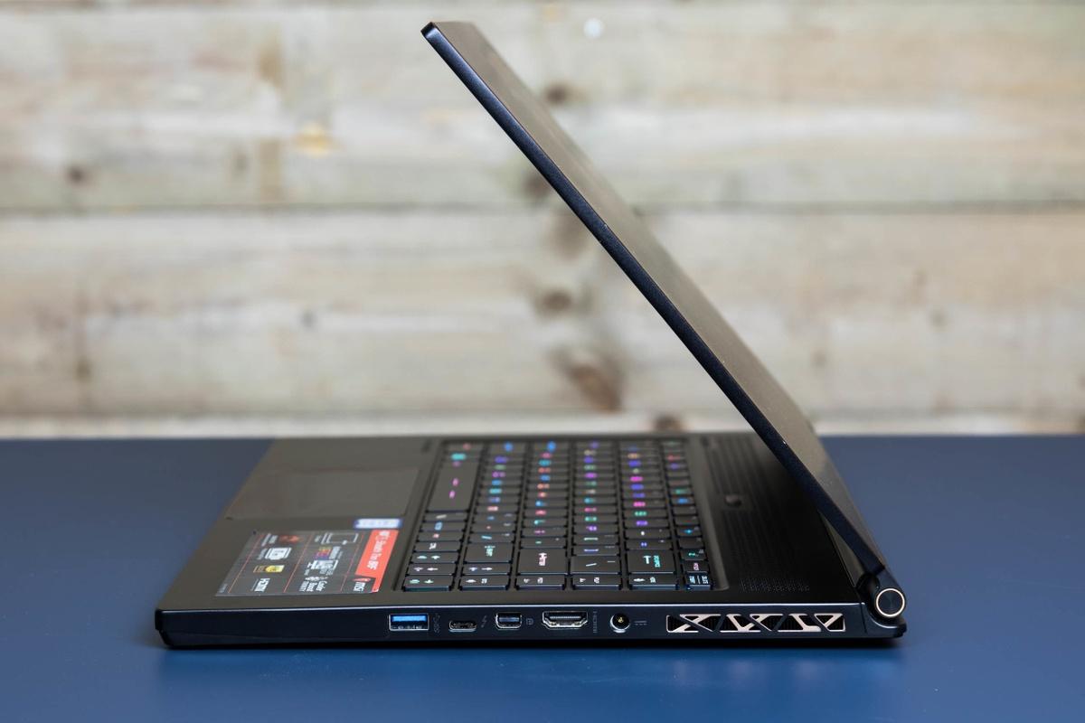 MSI GS65 Stealth Thin Review - Behuizing, toetsenbord en