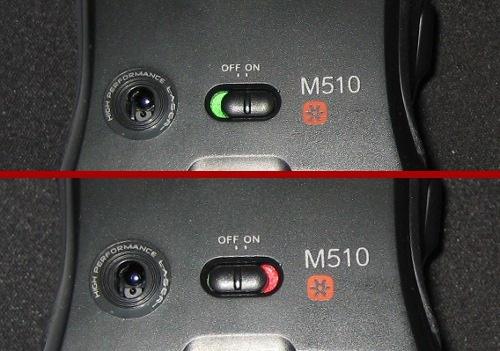 Laser, aan- uit knop en logo aan de onderkant van de Logitech Wireless Mouse M510 muis