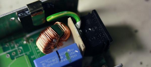 Extra versteviging voor de 230V-stekker.