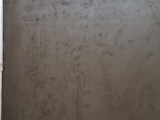 Vloerverwarmingsbuizen steken boven dekvloer uit
