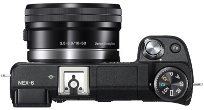 Sony NEX-6 met 16-50mm pancake zoomlens van boven