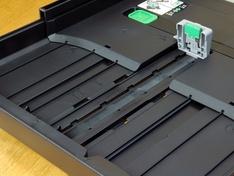 voorste stand lengtegeleiding papierlade 2