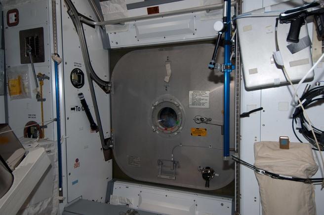 Het luik naar ESA's laboratorium Columbus werd gesloten uit voorzorg.
