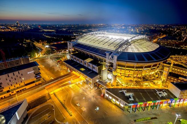 De Johan Cruyff-Arena beschikt al over een aantal v2x-laadpunten