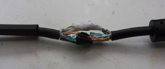 De vga-kabel gesplicet