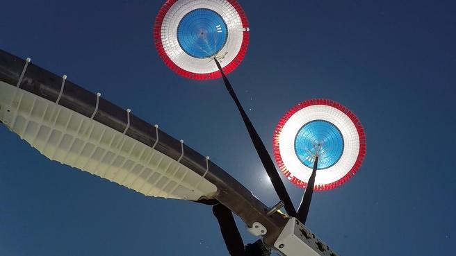 Boeing Starliner parachute test