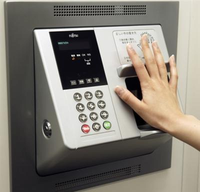 Pinautomaat met biometrische scanner