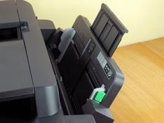 Multifunctionele papiertoevoer klepextensie in stand 1