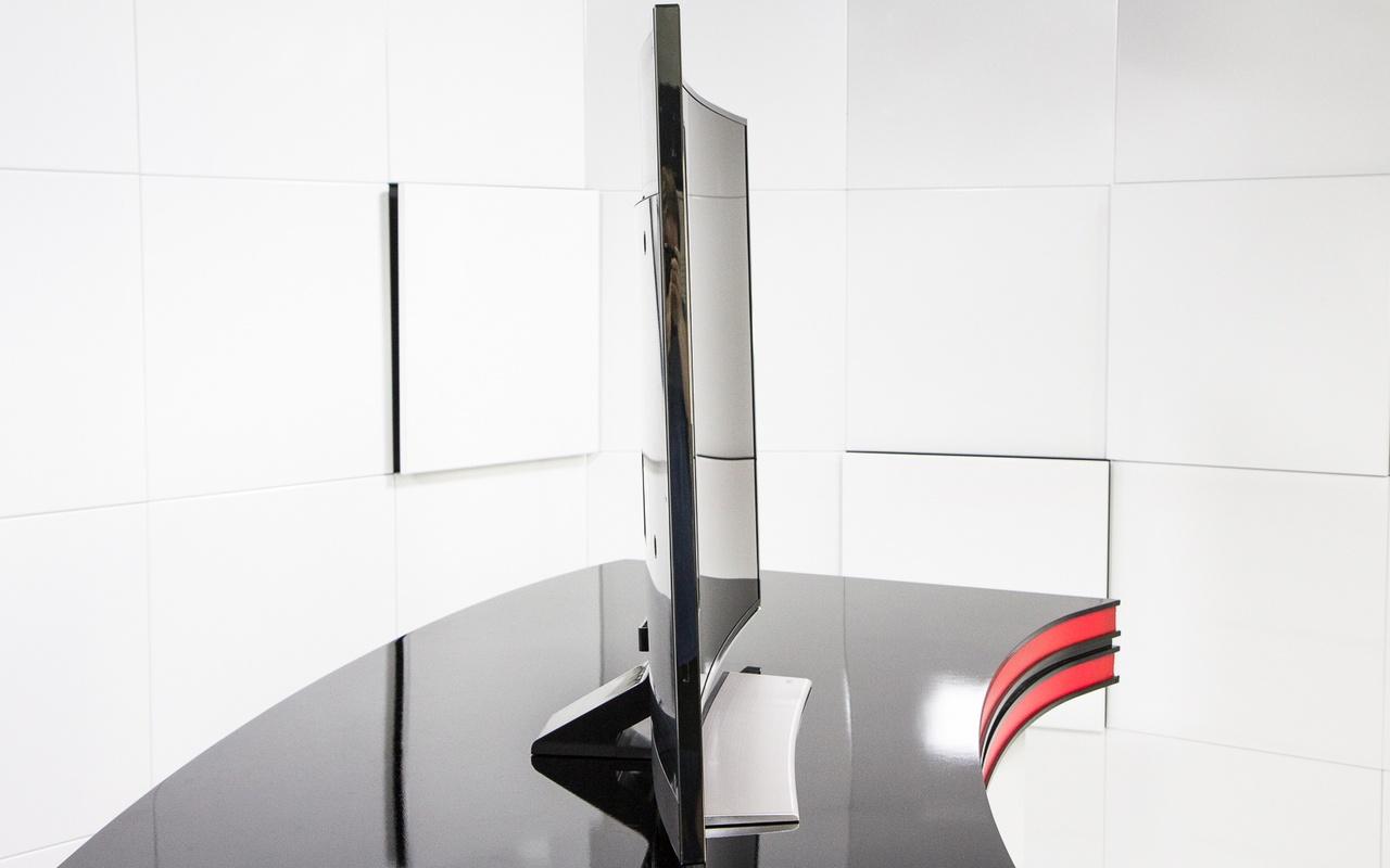 """Samsung 55""""- curved uhdtv Review - Uiterlijk en aansluitingen ..."""