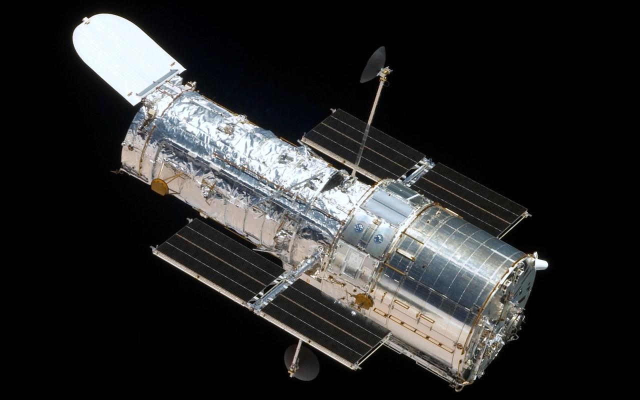 Foto's van Hubble: tijdens bouw en in de ruimte