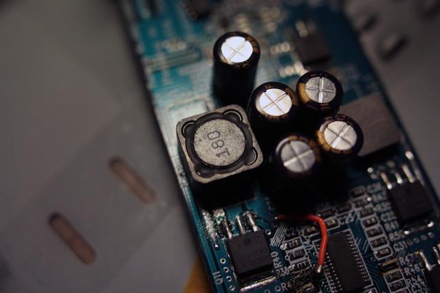 Een Epcos 18uH inductor voor de 5V-lijn