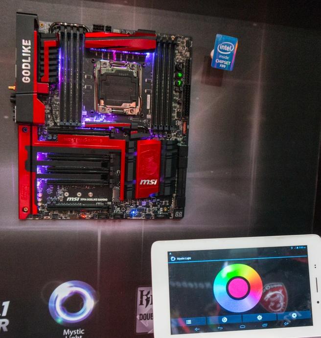 MSI op Computex 2015: het X99 Godlike Gaming-moederbord - Mystic Light