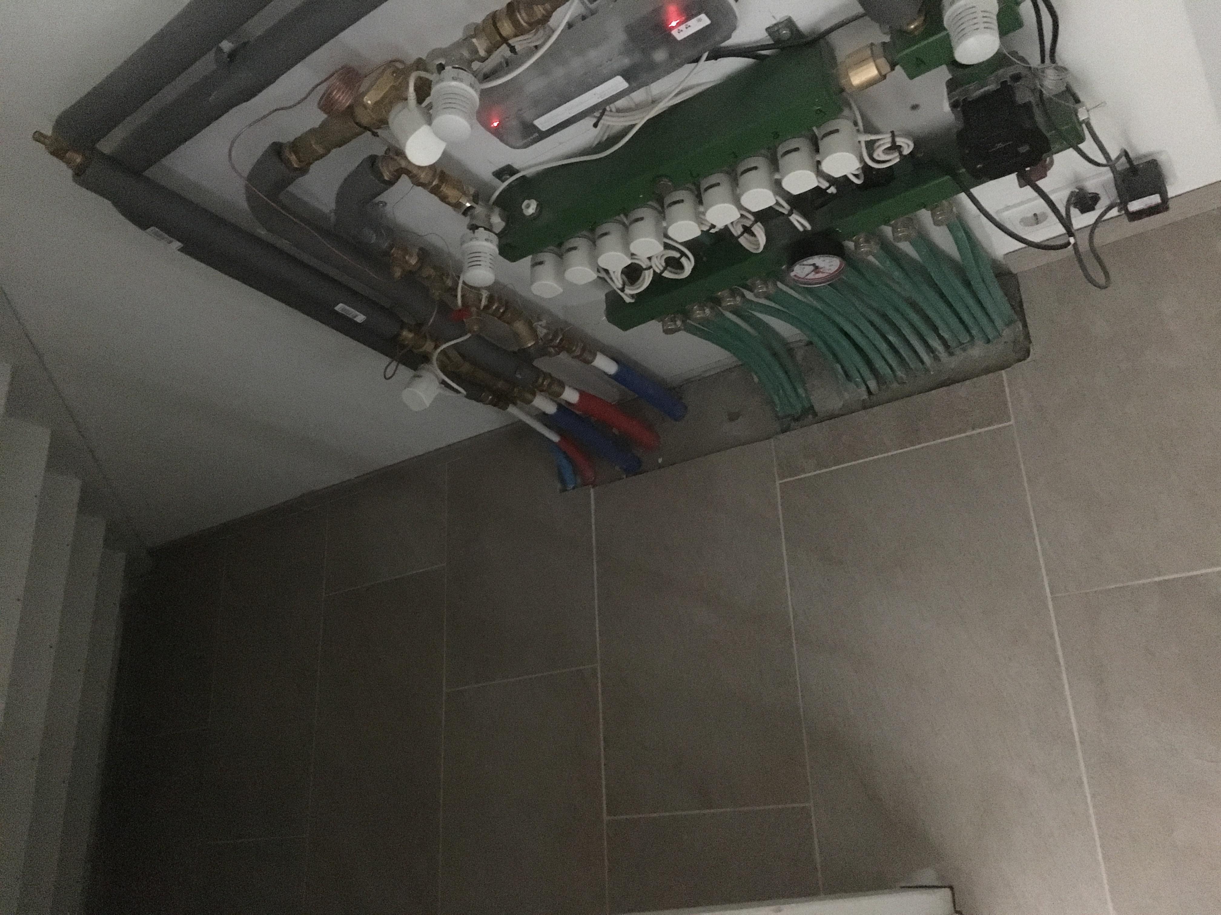 Vloerverwarming Badkamer Retourleiding : Vloerverwarming badkamer radiator verkeerd aangesloten wonen