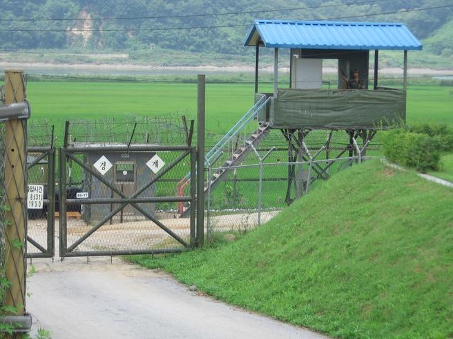 Zuid-Koreaanse grenspost (bron: Wikipedia)