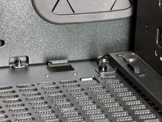 Thermaltake Core X9 niet aansluitende brug detail
