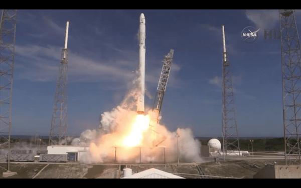 Falcon 9-lancering april 2015