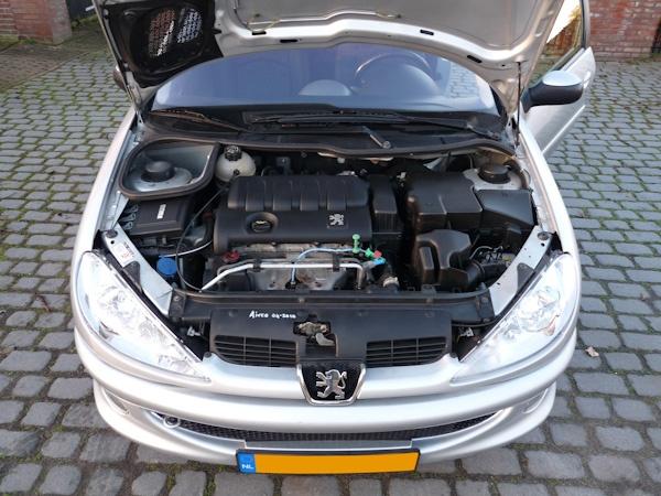 Peugeot 206 koelvloeistof bijvullen