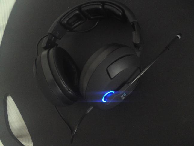 Roccat Kave - 7 - Headset aan