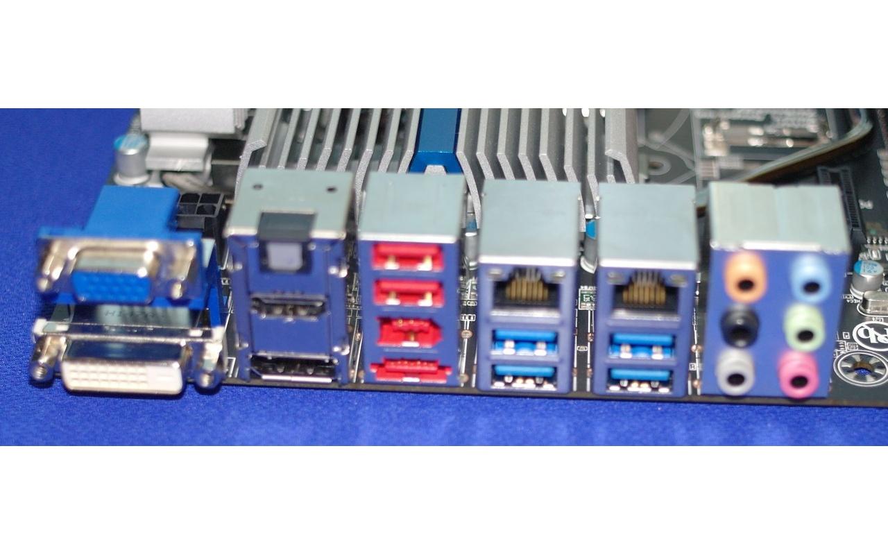 Gigabyte GA-Z77X-UD5H poorten