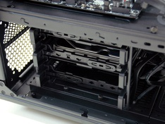 Thermaltake Core X9 kabinet met drives