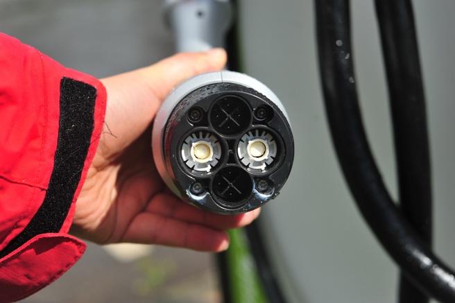 Een ChaDeMo-stekker die, via dc, ook stroom kan terugleveren