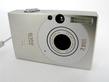 Afb. 4. De voorkant van de Canon Ixus 70.