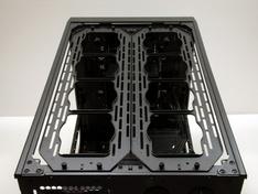 Thermaltake Core X9 ventilatorframes gemonteerd