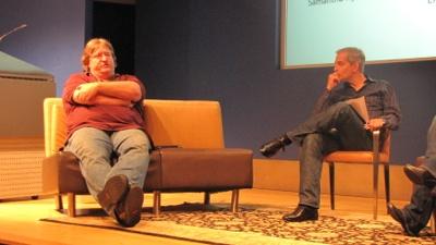 Gabe Newell en Ed Fries in gesprek - foto GeekWire