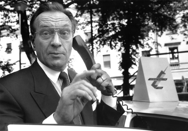 Finse premier pleegt eerste telefoontje via gsm-netwerk