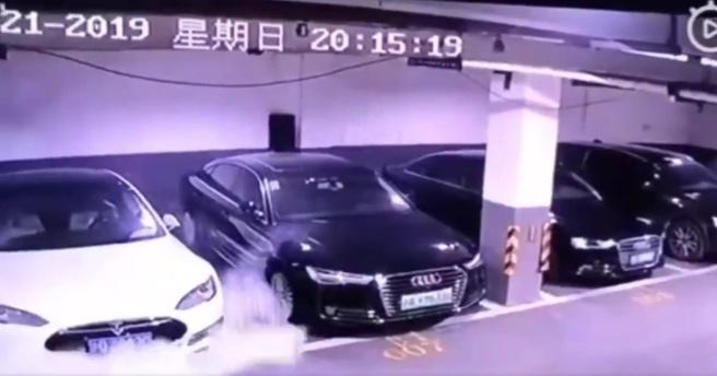 Tesla Model S Sjanghai brand