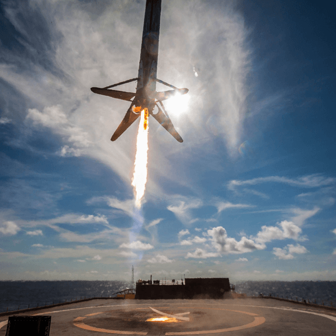 SpaceX landing Falcon 9 booster