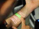 Touchscreen geprojecteerd op de huid