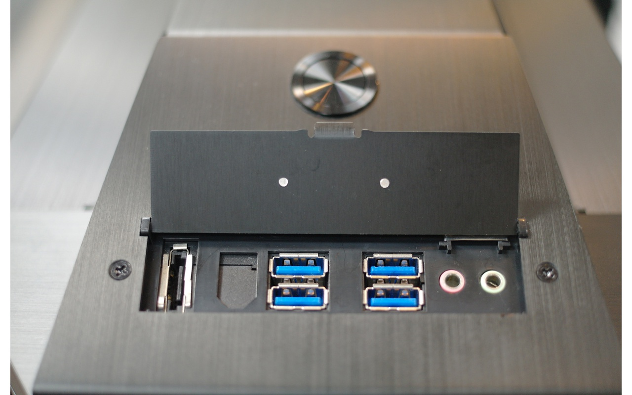Lian Li PC-P80NXW frontpanel-connectors