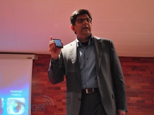 Intel-topman toont smartphone met Medfield