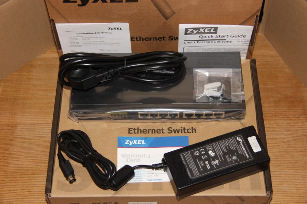 Unboxing GS1900-8HP (2)