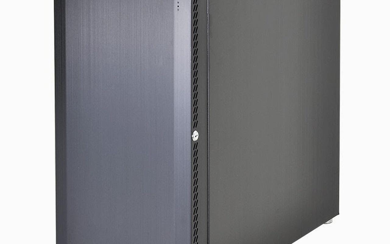 Productfoto's Prototypes Lian-Li PC-B16 en PC-A61