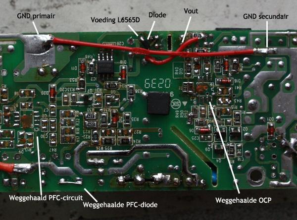 De soldeerzijde van de EDAC adapter met modificaties