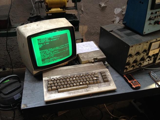 Commodore 64 bij garage in Poolse Gdanks, 2016