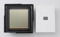 Links: grootste cmos-beeldsensor; rechts: fullframe-sensor