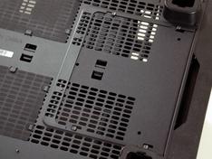 Thermaltake Core X9 ondervlak - klep voor stacking